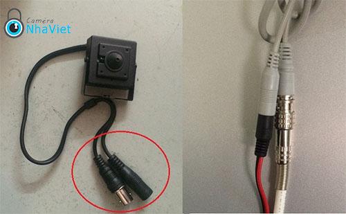 Nếu thấy dây như hình thì chắc chắn là có camera.