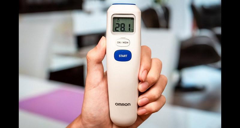 máy đo thân nhiệt cầm tay